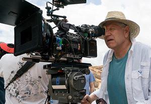 Usta yönetmen Robert Zemeckis, Roald Dahl'ın klasik kitabı The Witches'ın yeniden uyarlaması için Warner Bros. ile anlaştı