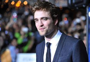 Yeni Batman filminde Kara Şövalye'yi canlandırması için Robert Pattinson ile görüşülüyor