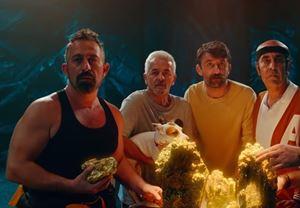 Cem Yılmaz'ın merakla beklenen Karakomik Filmleri 2 Arada ve Kaçamak'tan fragman yayınlandı