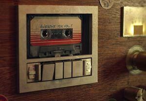 "James Gunn, Guardians of the Galaxy'de keyifli bir detay olan ""Awesome Mix"" şarkı listesinin genişletilmiş versiyonunu yayınladı"