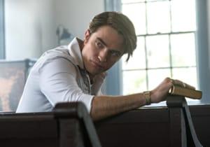 Tom Holland, Robert Pattinson ve daha birçok yıldız ismin yer aldığı Netflix filmi The Devil All the Time'dan ilk görseller yayınlandı
