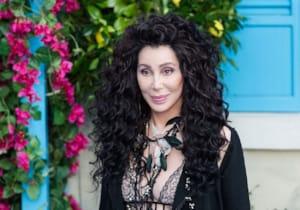 Ünlü müzisyen Cher'in hayatını konu edinecek biyografik filmin hazırlıklarına başlandı