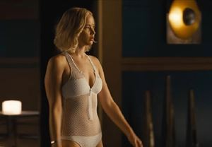 Jennifer Lawrence ve Chris Pratt'in başrolünde yer aldığı Uzay Yolcuları'ndan yeni görüntüler yayınlandı