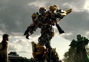 Michael Bay'in yönettiği Transformers 5: Son Şövalye'den Türkçe altyazılı yeni bir fragman yayınlandı