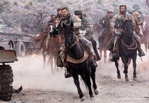 Chris Hemsworth'un başrolünde yer aldığı 12 Strong'tan fragman yayınlandı