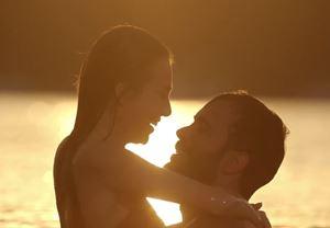 10 Kasım'da gösterime girecek Mutluluk Zamanı filminin afişi yayınlandı
