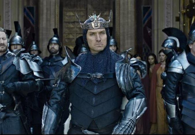 Guy Ritchie'nin yönettiği King Arthur'dan ilk fragman!