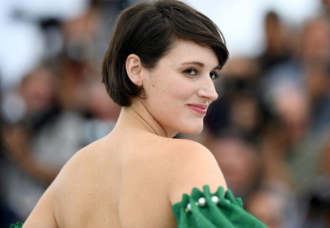 Phoebe Waller-Bridge, Daniel Craig'li Bond 25'in senaryosunu revize etmek için ekibe dahil oluyor