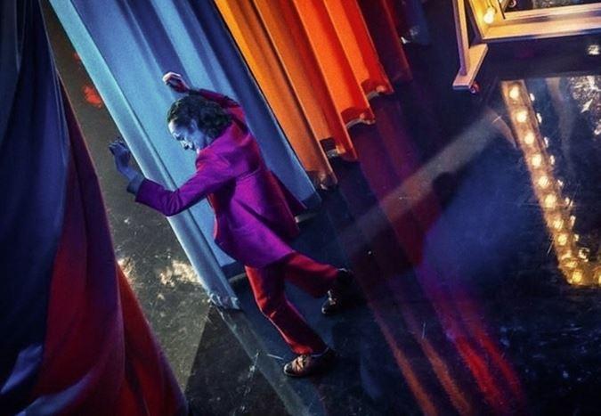 Dünya genelinde $1 milyar hasılatı aşan Joker, bu başarıyı yakalayan ilk R-derecelendirmeli film oldu
