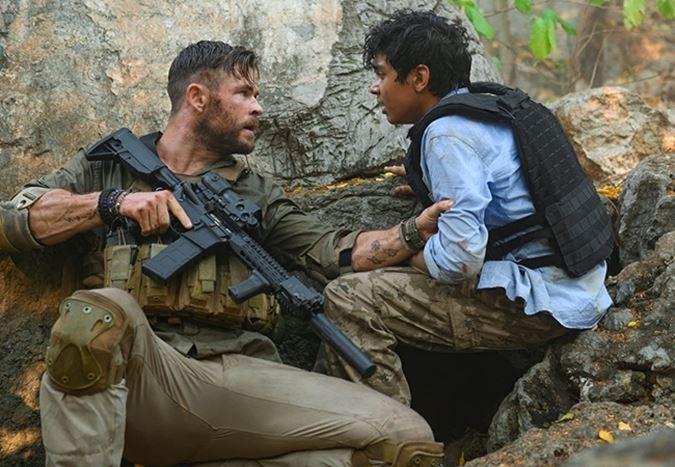 Chris Hemsworth'un başrolünde yer aldığı aksiyon filmi Extraction'dan Türkçe altyazılı fragman!