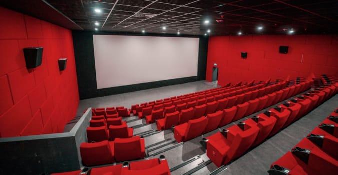 Sinema salonlarının açılışı bir kez daha ertelendi