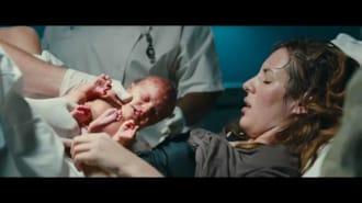 Aramızda Bebek Var Filmi Türkçe Altyazılı Fragman