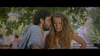 Çok Uzak Fazla Yakın Filmi Fragman