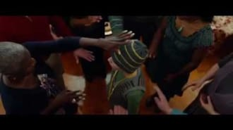 Çok Gürültülü ve Çok Yakın Filmi Fragman